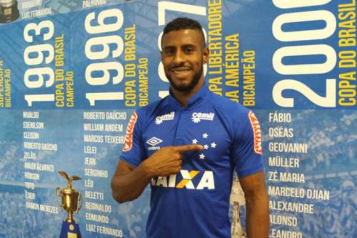 Não foi surpresa! Cruzeiro anuncia contratação do lateral John Lennon