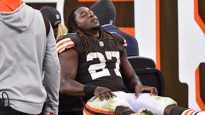 Browns' Kareem Hunt carted off with a calf injury