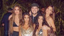 Kim Kardashian festejó su cumpleaños 40 con amigos en una isla privada y las redes se llenaron de memes