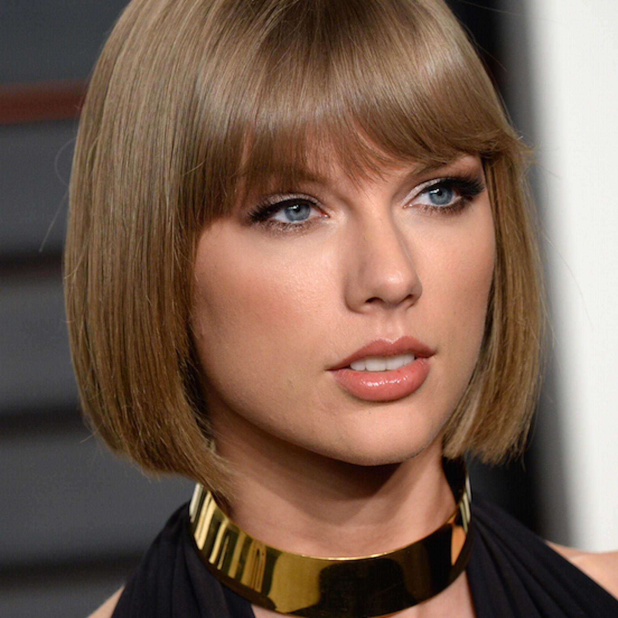 Taylor Swift Eats Sh T While Running Rapping On The Treadmill