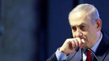 Amigo de Netanyahu faz acordo de delação em caso de corrupção em Israel, diz mídia