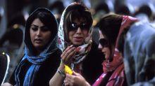 Fotoprojekt: Protest junger Iranerinnen gegen Kopftuchzwang
