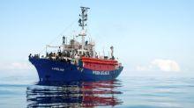 España contacta con Malta, Italia y Francia para el auxilio del 'Lifeline', con 224 migrantes a bordo