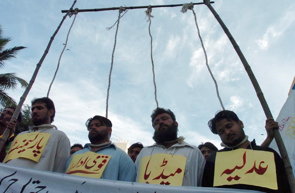 Pakistani protesters stand on a mock gallows representing Justice, media, national institutions and the parliament during a demonstration in Karachi in 2007 (AFP Photo/Rizwan Tabassum )