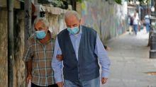 Encore sous le choc de l'explosion, le Liban se reconfine après une hausse des contaminations de Covid-19