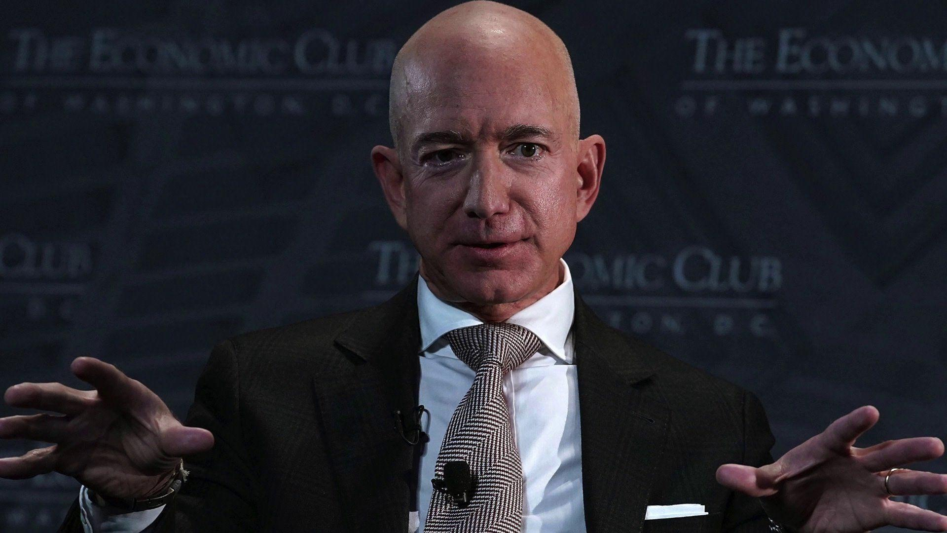 Amazons Jeff Bezos says National Enquirer tried to
