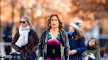 Jennifer López causa furor con este vestido multicolor