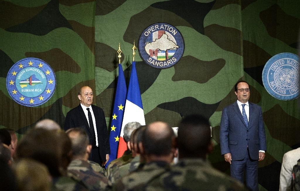French President Francois Hollande R) said French troops would remain in Central African Republic as long as necessary, but Operation Sangaris was not designed to last (AFP Photo/Stephane de Sakutin)