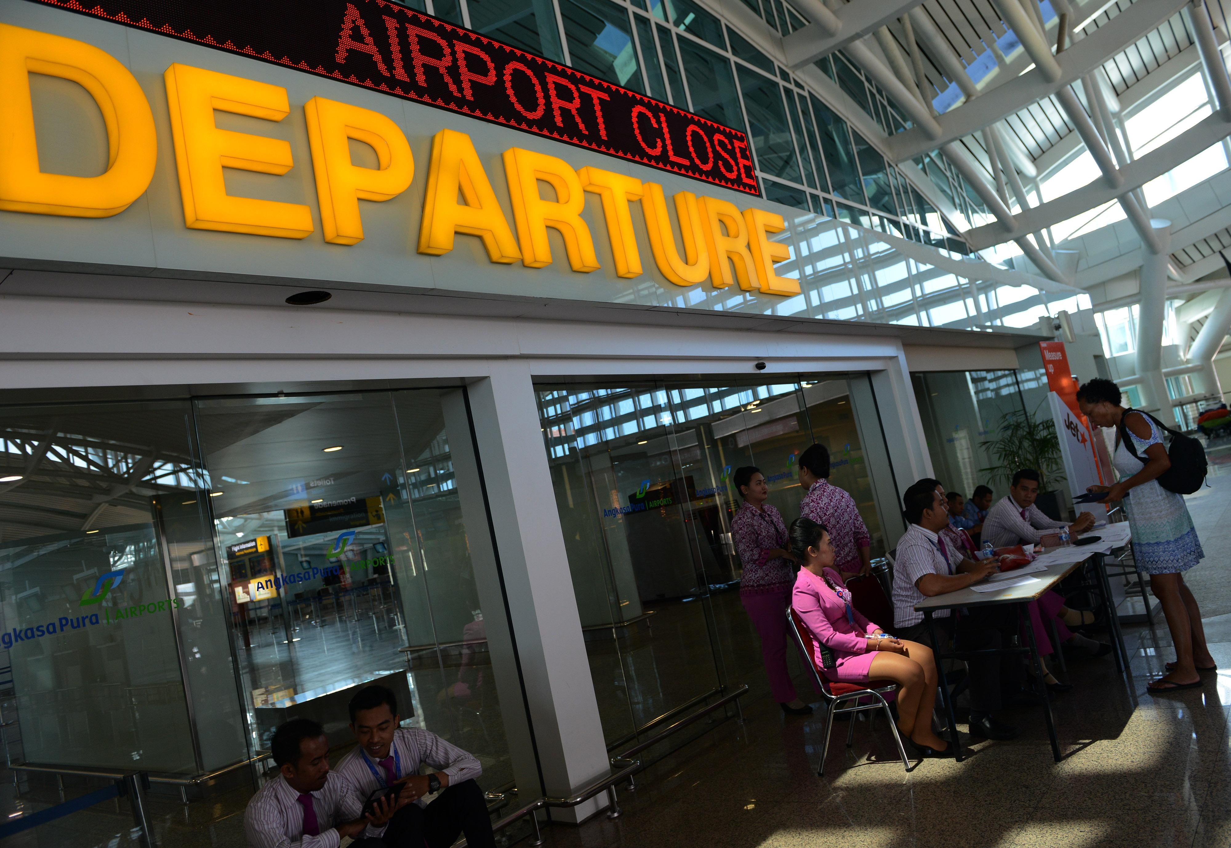 Indonesia Extends Bali Airport Closure Over Volcanic Ash