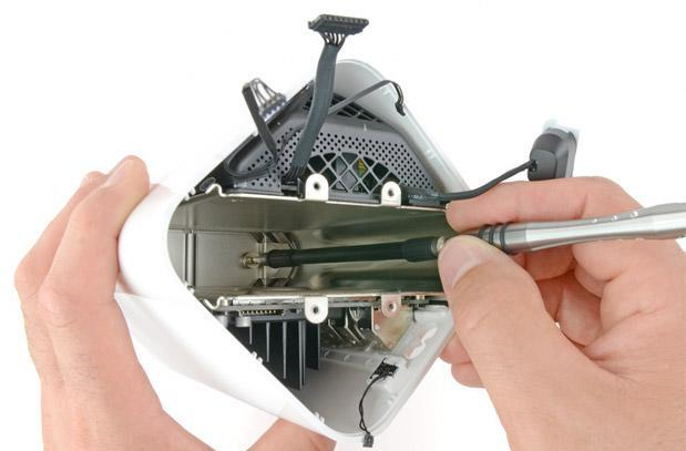 Apple's newest AirPort Extreme base station gets dissected