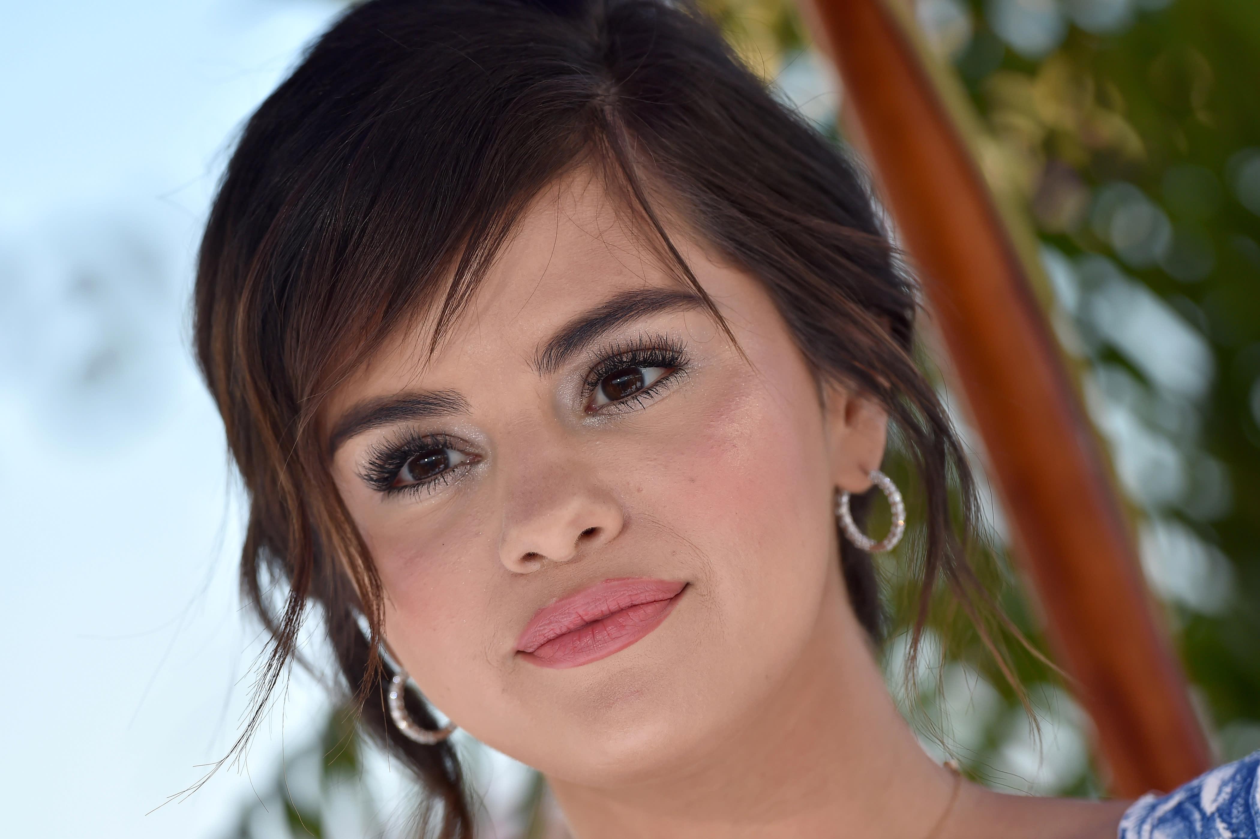 Selena Gomez reportedly checks into treatment center