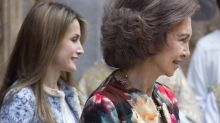 Las complejas vacaciones de la Reina Letizia y la Reina Sofía en Mallorca: ni siquiera desayunan juntas