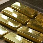 Gold Futures Fall From Eight-Year High on Factory Data, Vaccine