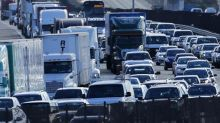 U.S. automakers push for deal on fuel efficiency rules