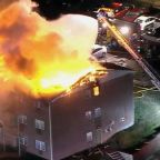 Officers risk their lives rushing into a burning apartment building