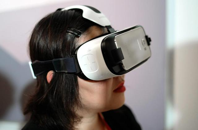 Samsung's new virtual reality headset works with the Galaxy S6