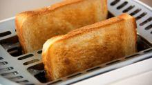 Deja de desayunar tostadas (con mantequilla) o acabarás como el Jorobado de Notre Dame