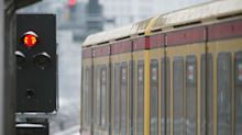 Auseinandersetzung: Messerattacke: 18-Jähriger greift Mann in S-Bahn an