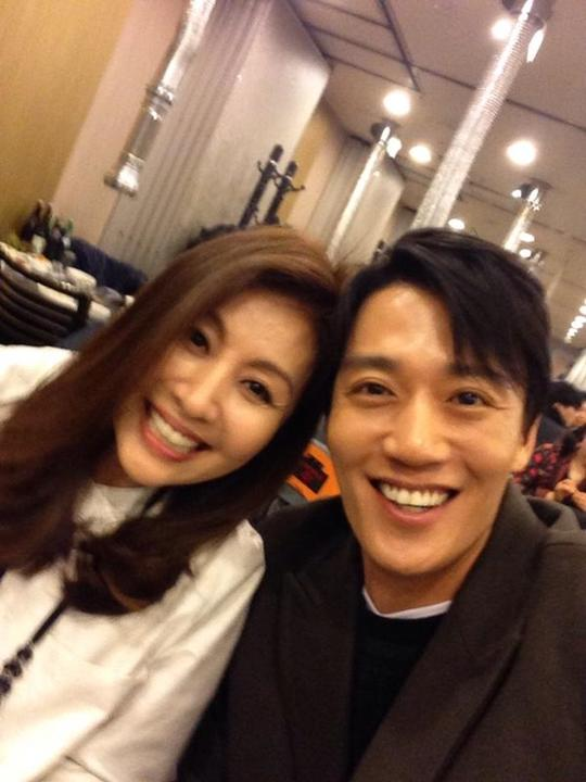 Choi Myung Gil reveals a selfie that she took with Kim Rae Won