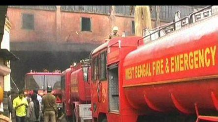Massive fire at cloth godown in Kolkata