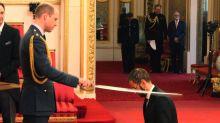 Prinz William schlägt Ringo Starr zum Ritter