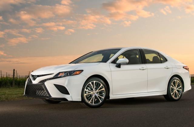 Toyota brings Alexa and CarPlay to 2018 Camry and Sienna