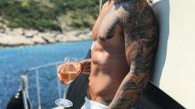 Maluma se escapa de vacaciones con su novia, pero pareciera que fue solo