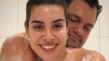 Naiara Azevedo surpreende seguidores com foto de banho ao lado do marido
