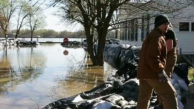 Raw: Sandbagging Against Floodwaters in Missouri