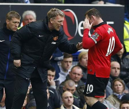 Manchester United manager Moyes talks to Rooney during their English Premier League soccer match against Everton in Liverpool