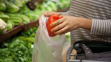 Alltagsfrage: Darf man seinen Einkauf im Supermarkt bis zur Kasse in die eigene Tasche packen?