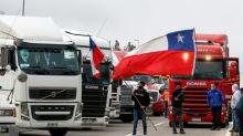 Caminhoneiros bloqueiam estradas no Chile em protesto contra ataques