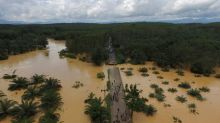 Thai floods cause 200-kilometer traffic tailback; death toll up to 25