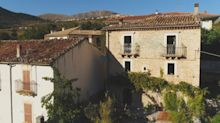 Así es la casa que venden por 66 dólares en un pueblo medieval italiano