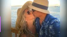 Carla Perez e Xanddy renovam votos no Havaí