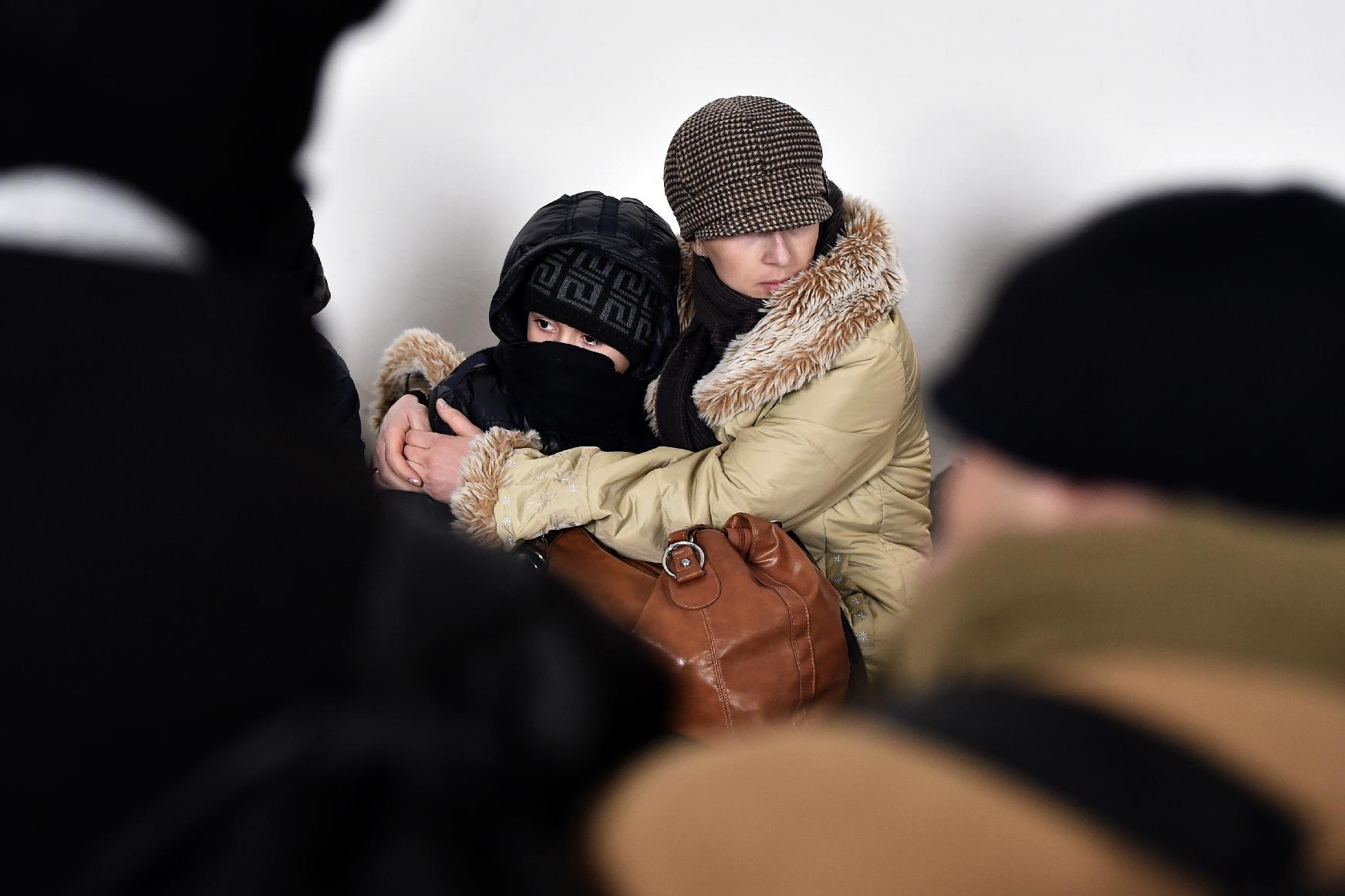 A Kosovo Albanian woman hugs her child at a police station near the northern Serbian city of Subotica close to the Hungarian border on February 9, 2015 (AFP Photo/Andrej Isakovic)