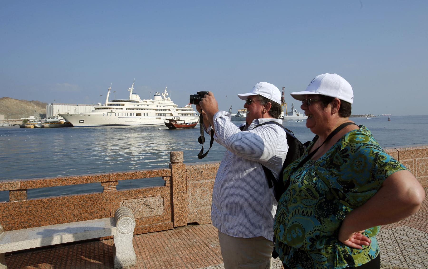 Tourists take pictures on December 19, 2014 in the Omani capital Muscat (AFP Photo/Mohammed Mahjoub)