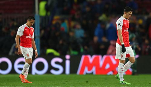 Premier League: Campbell: Özil wird bei Arsenal bleiben, Sanchez eventuell nicht