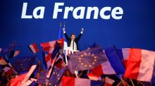 Hollande urges French voters to block Le Pen