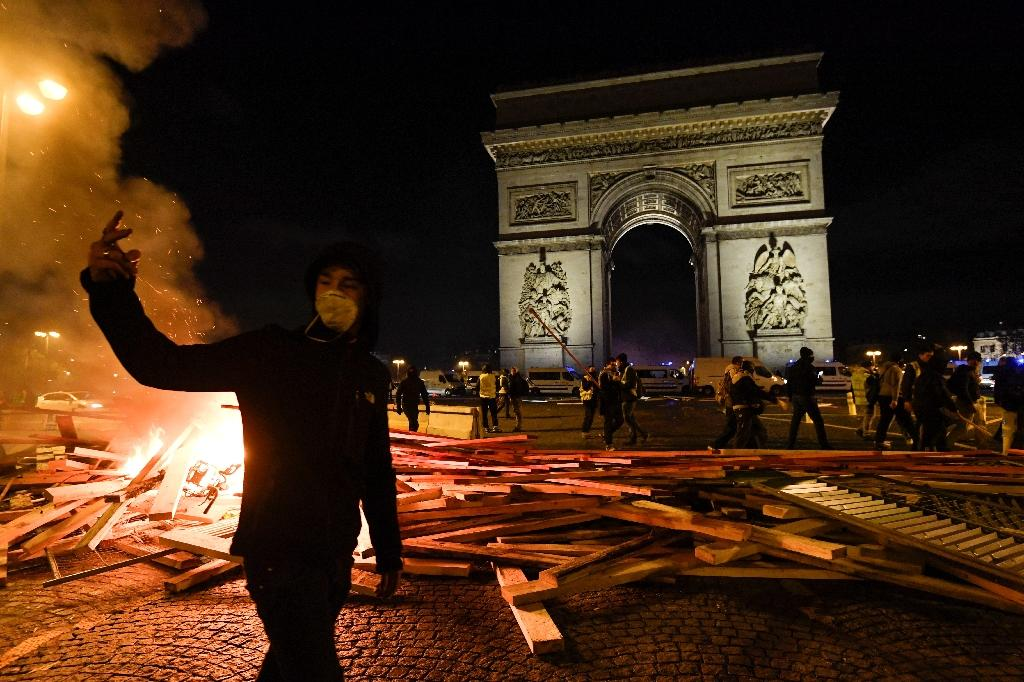 Demonstrators lit fires near the Arc de Triomphe in Paris in protest over fuel prices (AFP Photo/Bertrand GUAY)