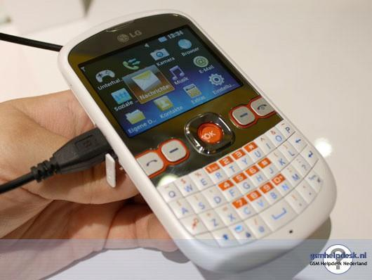 LG's C300 Town spotted in the wild, textin' on the cheap