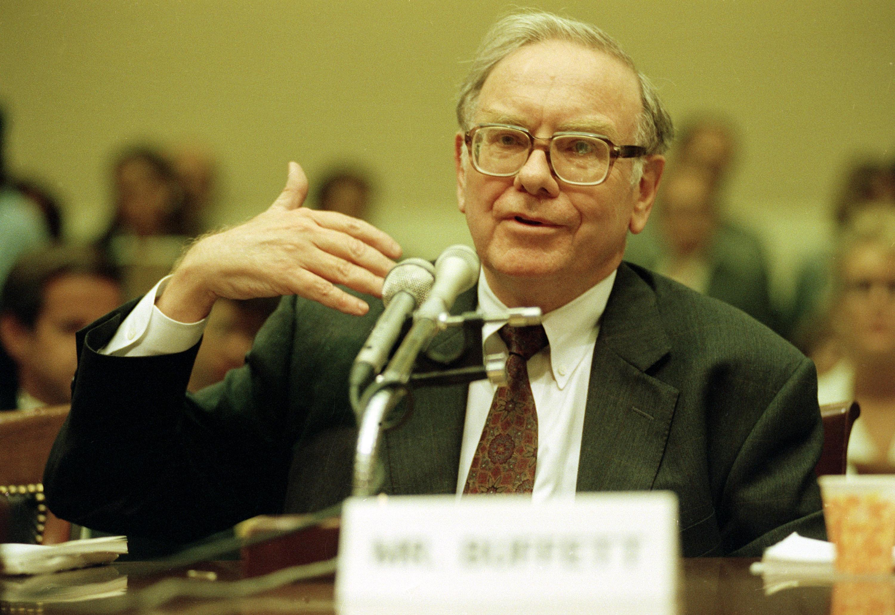the essays of warren buffett mobilism Warren buffett perfectly describes why the retail apocalypse is dooming macy's, sears, and jcpenney.