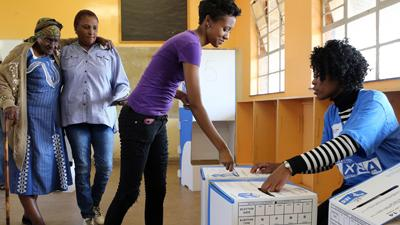 Raw: South Africans Vote; Ruling Party Favored