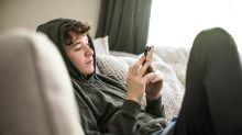 Derriban el mito sobre la tecnología en los jóvenes y su salud mental