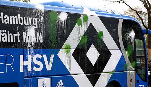 Bundesliga: Werder-Führungsetage verurteilt Wurfattacke auf HSV-Bus