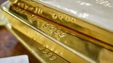 Gold hits near 1-week high as easing trade concerns hurt dollar