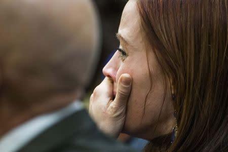 Sister of Travis Alexander sobs as she hears a hung jury verdict in Jodi Arias sentencing trial in Phoenix