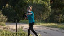 """Um Spenden zu sammeln: Frau läuft """"Garten-Marathon"""""""