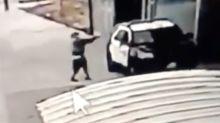 El impactante video del ataque a tiros contra dos policías en Los Ángeles