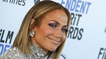 Jennifer Lopez just wore a pair of iridescent leggings from celebrity-favourite brand Alo Yoga